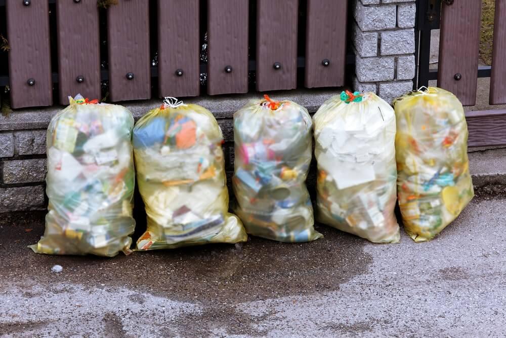 Garbage bags with plastic garbage zurmüllentsorg